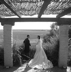 Espectacular la cola del vestido de novia  de Beatriz, en micado de seda natural. Alta Costura. Beatriz Alvaro Novias.