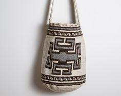 Burlap, Reusable Tote Bags, Lana, Crafts, Backpack Purse, Crochet Hand Purse, Creative Ideas, Manualidades, Hessian Fabric