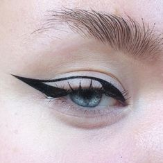 34 Intensely Creative Eyeliner Looks To Master in 2019 Creative Eyeliner, Simple Eyeliner, Perfect Eyeliner, Best Eyeliner, No Eyeliner Makeup, Winged Eyeliner, Color Eyeliner, Natural Eyeliner, Eyeliner Ideas