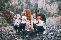 The Freckled Fox: first family pics + holiday cards Large Family Photos, Family Picture Poses, Fall Family Pictures, Family Picture Outfits, Family Posing, Family Pics, Cute Family, Big Family, Family Goals