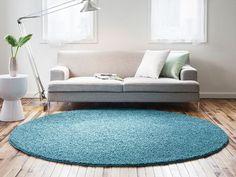 ナイロン100%で作られた多機能ラグ。パイルの長さは2.8cmと充分なボリュームがあり、先端をカットした仕様になっているため、しっかりとした毛がふんわりとした触り心地です。 Circle Rug, New Room, Shag Rug, Carpet, Cushions, Kids Rugs, Interior, Table, Furniture