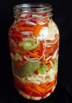 Giardiniera – Italian Pickled Vegetables - Healthy, Vegan jar-dhi-nair-ah – Italian Pickled Vegetables So much news lately regarding kimchi—Korea's super tasty, super healthy, naturally fermented national dish. I've recently shared a recipe for White Kimc Fermentation Recipes, Canning Recipes, Colorful Vegetables, Veggies, Pickling Vegetables, Italian Pickled Vegetables Recipe, How To Pickle Vegetables, Healthy Recipes, Protein Recipes