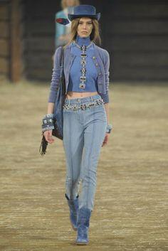 Chanel Pre-Fall 2014 - Slideshow ❤❥❤  ❀ ✿,,,,,,,,¸¸¸.•*´¯`*❤❥❤ ANNAMARIA'S PINS ❤❥❤*´¯`*•.¸¸¸,,,,❀ ✿❤❥❤