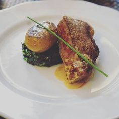 Veal spinach & potatoes.  #travel #carameltrail #portugal #gastronomy #foodie #ilovefood #yummy