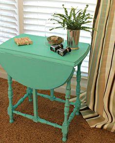 Maison Blanche Paint Collette Side Table. #Giveaway @Jessica Kielman         {Mom 4 Real}