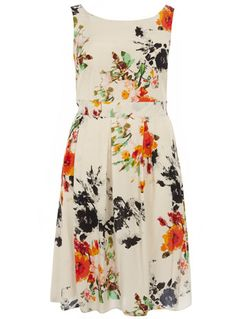 Super pretty floral prom dress from @evansclothing that I MUST have