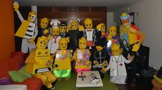Going to a Halloween bash this month? How about a LEGO theme! Opt for cute-yet-disturbing instead of the usual horror stuff. Big Group Halloween Costumes, Funny Group Costumes, Funny Group Halloween Costumes, Cheap Halloween, Pop Culture Halloween Costume, Halloween Outfits, Creative Costumes, Family Costumes, Costume Halloween