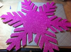 can use plasticore board Christmas Craftification: Giant Bling-flakes | craftification.com