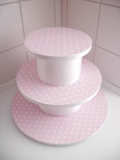 How to make a cake stand for cupcakes or mini cakes on cakejournal.com/... ideas-for-my-baby-girl