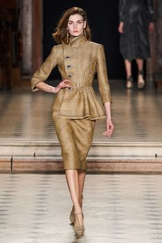 2020 Fashion Trends, Fashion 2020, Runway Fashion, Julien Fournié, Sparkle Outfit, Formal Tops, Street Style, Elegant Outfit, Work Attire