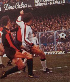 GENOA-MILAN 1-1 1977-78 diciassettesima giornata di campionato al 72' OSCAR DAMIANI del Genoa viene anticipato  da ALDO BET ma il pallone finirà a ROBERTO PRUZZO per il gol del definitivo 1-1