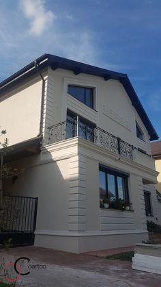 Proiect casa rezidentiala Corbeanca 4 – Profile Decorative Classic House Exterior, Classic House Design, House Paint Exterior, Dream House Exterior, House Outside Design, House Front Design, Facade Design, Exterior Design, Stucco And Stone Exterior