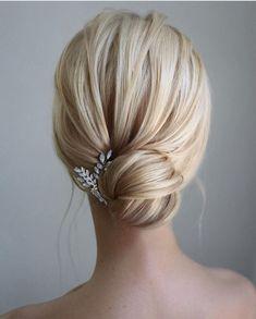 Indian Wedding Hairstyles, Elegant Hairstyles, Bride Hairstyles, Easy Hairstyles, Chignon Hairstyle, Pulled Back Hairstyles, Everyday Hairstyles, Celebrity Hairstyles, Bridal Hair Vine