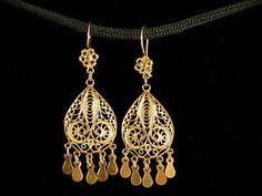 http://i.ebayimg.com/t/Istanbul-Sterling-Silver-Vermeil-Dangle-Gold-Filigree-Earrings-Turkish-/00/s/MTIwMFgxNjAw/$(KGrHqN,!h8E7!Qs6CMhBO9PKz...