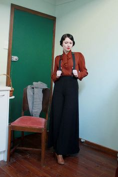 Wide-legged trousers and suspenders