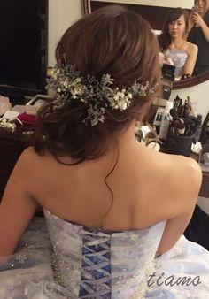 シニヨンからふわふわサイドダウンへ♡可愛い花嫁さまのホテル婚 | 大人可愛いブライダルヘアメイク 『tiamo』 の結婚カタログ