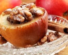 Make a healthy dessert with this recipe for baked apples. Autoimmun Paleo, Paleo Meals, Healthy Late Night Snacks, Ginger And Cinnamon, Cinnamon Spice, Cinnamon Apples, Pumpkin Spice, Apple Filling, Cooking Recipes