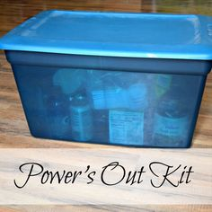 to Make a Power Outage Kit Power's Out Kit - When the power goes out, we're ready with easy-to-cook foods and supplies.Power's Out Kit - When the power goes out, we're ready with easy-to-cook foods and supplies. Emergency Binder, Emergency Preparedness Kit, Family Emergency, Emergency Preparation, Emergency Supplies, Survival Supplies, Hurricane Preparedness Kit, Emergency Planning, Power Outage Preparedness Kit