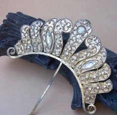 A large and beautiful Sumatra hair comb with glass stone embellishment    CONDITION: this item is of ethnic handmade manufacture and has been