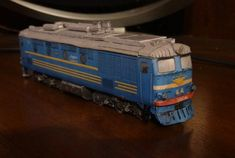 TEP10 Diesel Locomotive 1:87 Scale - HO - Free Train Paper Model Download