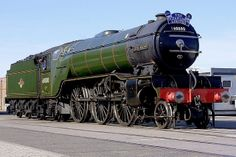 Green Arrow - Southampton Docks - Steam Trains Uk, Old Steam Train, Abandoned Train, Abandoned Castles, Abandoned Mansions, Abandoned Places, Diesel Locomotive, Steam Locomotive, Old Trains