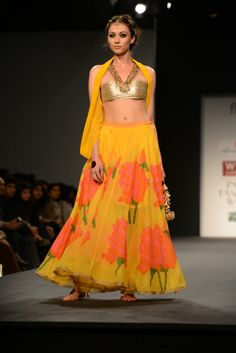 ANUPAMAA DAYAL AT WILLS INDIA LIFESTYLE A fun collection that combines Anupamaa dayal's signature bohemian aesthetics with traditional Indian silhouettes.  Shop the designer's previous collections at:  http://www.perniaspopupshop.com/designers-1/anupamaa-dayal #anupamaadayal #amazing #designer #indian #willsindiafashionweek #wifw #wills #fashionweek #fashionshow