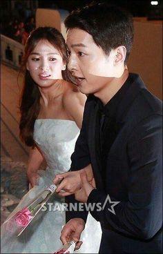Sweet Couple  Song Joong Ki & Song Hye Kyo at 52nd BaekSang Awards