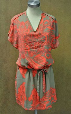 Fabulous easy-to-wear printed summer dress at #NicciBoutiques