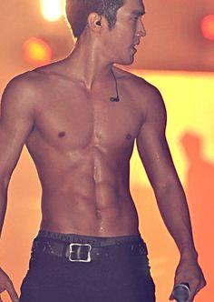 Choi Siwon ♡ Super junior *K-Pop for the music, I swear. Choi Siwon, Leeteuk, Heechul, Hot Korean Guys, Korean Men, Korean Actors, Super Junior, Sexy Asian Men, Sexy Men