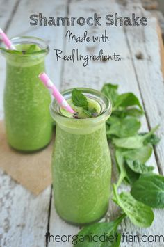 Shamrock Shake Made with Real Ingredients, vegan, paleo, sugar free, clean - The Organic Dietitian Paleo Smoothie Recipes, Breakfast Smoothie Recipes, Healthy Smoothies, Healthy Drinks, Green Smoothies, Whole30 Recipes, Juice Recipes, Healthy Meals, Diet Recipes