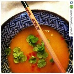 Je planter un crayon ça vous botte ? #Repost @sproutworld_pencil with @repostapp  Love coriander? Why don't you try a delicious pumpkin soup and garnish with your homegrown coriander from Sprout? Make your own mix of vegetables or try; pumpkin Jerusalem artichokes cabbage onions garlic lemon grass ginger and chilli in salted water that just cover the vegetables. Boil it for 20-30 minutes until tender. Remove the lemon grass and blend the soup to the right texture. Season with lemon juice…