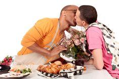 La red social gay Hornet encargó un estudio a Nielsen para determinar el impacto de los anuncios de temática LGBT en los consumidores, y los anuncios resultaron en la población general claramente más efectivos