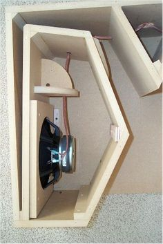 Bildergebnis für exponential front horn loaded speaker line array Pro Audio Speakers, Horn Speakers, Sound Speaker, Diy Speakers, Audio Sound, Car Audio, Diy Subwoofer, Subwoofer Box Design, Speaker Box Design