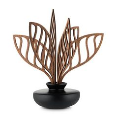 Alessi Leaf fragrance diffuser is in porcelain. Leaves are in mahogany wood. Perfume Lady Million, Perfume Diffuser, Factory Design, Alessi, Home Decor Furniture, Marcel, Accent Decor, Giorgio Armani, Decorative Bowls