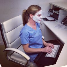#Boss #Bosslady working and Clearing her skin with the therapeutic mask. it has sulfur to help kill bacteria, similar to benzoyl peroxide.
