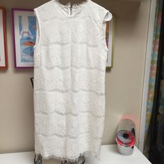 Dolce vita dress gorgeous white lace size m Stunning dress size medium equal to about a size 6 to 8 women's. I only wore this two times so it's in excellent condition no damage no snags and no stains. Dolce Vita Dresses Midi
