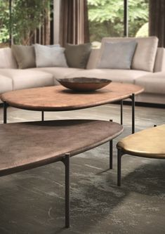 ISHINO TABLE - Designer Coffee tables from Walter Knoll ✓ all information ✓ high-resolution images ✓ CADs ✓ catalogues ✓ contact information ✓. Unique Coffee Table, Coffe Table, Coffee Table Design, Contract Furniture, Sofa Furniture, Furniture Design, Centre Table Design, Center Table, Sofa Design