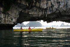 Séjours Indochine offre des tours à la baie d'Halong avec kayak, de 1 jours, 2 jours, 3 jours et tours sur mesure. Veuillez visiter notre site: www.sejoursindochine.com