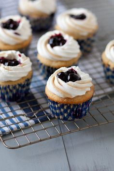 Blueberry Pancake Cupcakes via Annie's Eats Pancake Cupcakes, Baking Cupcakes, Yummy Cupcakes, Cupcake Cakes, Heart Cupcakes, Cupcake Flavors, Cupcake Recipes, Dessert Recipes, Fun Desserts