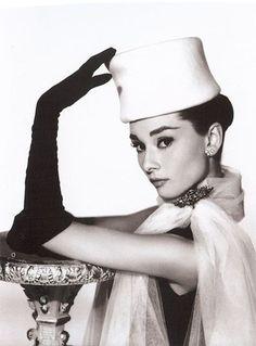 Audrey Hepburn....the classiest of fashionistas...