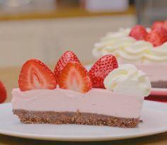 Τι πιο νόστιμο από ένα σπιτικό Cheesecake φράουλα Cheesecake, Foods, Desserts, Recipes, Food Food, Tailgate Desserts, Deserts, Cheese Pies, Cheesecakes