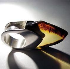 Ring | Gosia Podleśna Zdunek. Silver and amber