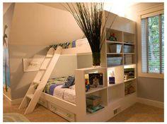 이층 침대   아랫층은 킹사이즈.   윗층은 싱글.