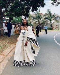 Spiffy Fashion New Xhosa Traditional Dresses Designs - Traditional Dresses Designs, African Fashion Traditional, African Traditional Wedding, Traditional Outfits, Traditional Styles, African Wedding Attire, African Attire, African Wear, African Weddings