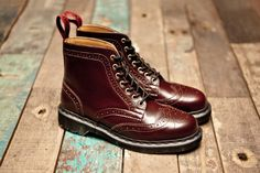 Dr Martens 7-Eye Brogue Boot