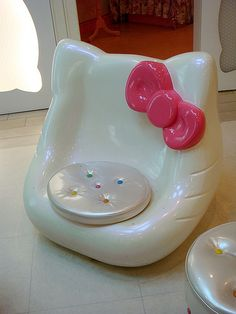 Cute Hello Kitty inspired chair. WANT!