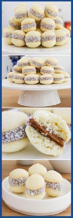 Alfajores de maicena Cookie Recipes, Dessert Recipes, Mini Desserts, Mini Cakes, Cake Pops, Love Food, Sweet Recipes, Donuts, Cookies