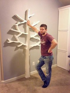 DIY Tree Bookshelf... Minus the creepy guy