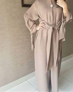 Contemporary Robes, long cardigans, Abaya, Modest Fashion and Hijab style Modern Hijab Fashion, Arab Fashion, Islamic Fashion, Muslim Fashion, Modest Fashion, Fashion Dresses, Fashion Muslimah, Fashion Beauty, Hijab Dress
