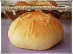 Pan de viena Cooking Bread, Cooking Chef, Cooking Recipes, Biscuit Bread, Pan Bread, Tapas, Muffins, Pan Dulce, Salads